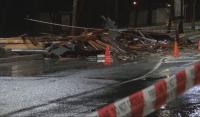Силна буря в Бургаско, вятър отнесе част от покрив на блок в Несебър