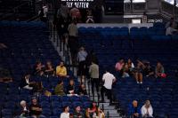 Заради вечерен час в Мелбърн: Изгониха публиката от мач на Джокович