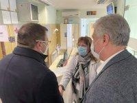 """Здравният министър и директорът на """"Пирогов"""" отговаряха на въпроси на желаещи да се ваксинират"""