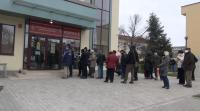 В Бургас отново се образуваха опашки от чакащи за ваксинация