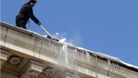 Столична община започна почистване на ледени висулки