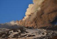 снимка 5 Вулканът Етна изригна отново (Видео, снимки)