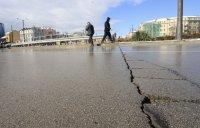 Пукнатини в асфалта на Лъвов мост само 5 години след ремонта