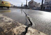 снимка 4 Пукнатини в асфалта на Лъвов мост само 5 години след ремонта