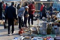 Битпазар в събота - без дистанция и маски, със струпване на хора