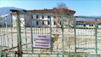 Какво се случва с училищата в малките населени места, които са продадени?