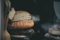 Добрият пример: Жители на Господинци даряват хляб на съселяните си