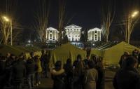 Привърженици на арменската опозиция разпънаха палатков лагер край парламента