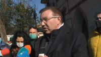 Министър Ангелов провери как работят мобилните екипи за ваксиниране