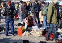 снимка 5 Битпазар в събота - без дистанция и маски, със струпване на хора