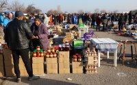 снимка 3 Битпазар в събота - без дистанция и маски, със струпване на хора
