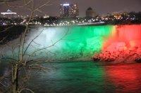 снимка 1 Исторически момент: Ниагарският водопад светна в цветовете на българския флаг