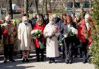 снимка 6 Поклонение пред Докторския паметник за загиналите медици в Руско-турската освободителна война