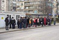"""Отново опашки за ваксинация в София, """"зелените коридори"""" остават отворени до изчерпване на ваксините"""
