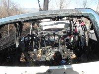 снимка 2 Мъж е с опасност за живота, след като колата му се заби в дърво и изгоря