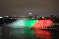 снимка 4 Исторически момент: Ниагарският водопад светна в цветовете на българския флаг