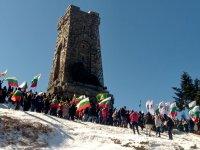 На връх Шипка политици и граждани отдадоха почит на героите