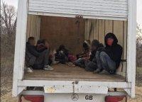 """Заловиха товарен автомобил, превозващ 12 мигранти, на ГКПП """"Капитан Петко войвода"""""""