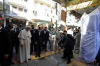 Историческа среща - призив за мир между папа Франциск и аятолах Али Систани