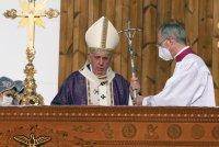 Папа Франциск отслужи най-голямата литургия от визитата си в Ирак (СНИМКИ)