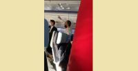 Вижте как буйства индиецът от извънредно приземения в София самолет (ВИДЕО)