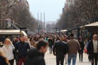 снимка 2 Пълни улици и заведения в София (Снимки)