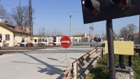 Тежка катастрофа на ЖП прелез край село Скутаре, жена е в критично състояние