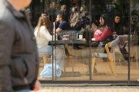 снимка 8 Пълни улици и заведения в София (Снимки)