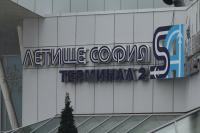 Гледат мярката за неотклонение на индиеца, заради когото самолет кацна принудително в София