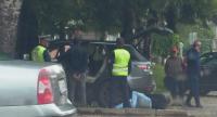 """Предадоха на съд мъжа, прегазил служителка на """"синя зона"""" в Самоков"""