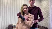 Любов под ключ: Защо двама влюбени се закопчаха с белезници един за друг