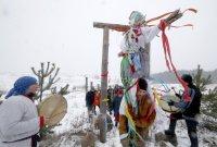 Руснаците изпратиха зимата с ритуала Масленица (Снимки)
