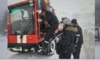 """Около 30 часа са били блокирани служителите в """"Леденика"""". Пътят остава затворен"""