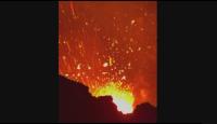 Опасна близост: Ентусиасти заснеха кадри от изригващ вулкан