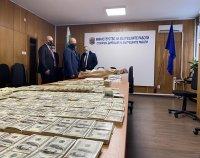 снимка 5 Задържаха фалшиви долари и евро, печатани на територията на университет в София