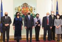 Президентът удостои с почетен знак проф. Жени Захариева