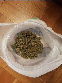 снимка 3 Задържаха дилър в момент на покупко-продажба на наркотици в София