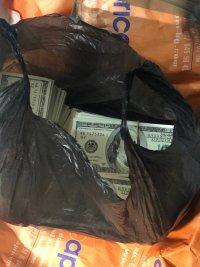 снимка 4 Задържаха фалшиви долари и евро, печатани на територията на университет в София