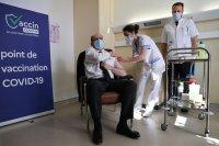 """Някои страни в Европа подновиха имунизацията с """"Астра Зенека"""", други - ще изчакат"""