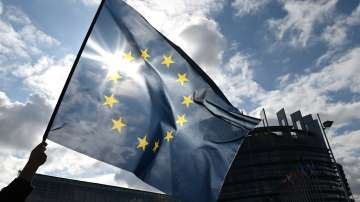 Лидерите от ЕС обсъждат на виртуална среща доставките на ваксини и сертификатите за COVID-19