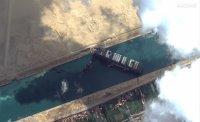 снимка 7 Сателитни снимки: Вижте блокирания Суецки канал (Снимки)