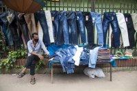 Скандал в Индия: Водят ли скъсаните дънки до морална деградация?