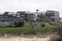снимка 1 Сателитни снимки: Вижте блокирания Суецки канал (Снимки)