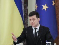Зеленски въведе санкции срещу трима евродепутати