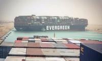 Товарен кораб заседна в Суецкия канал