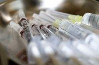 Граждани от съседни страни се ваксинират в Сърбия