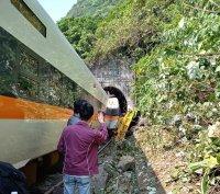 Най-малко 36 жертви и над 200 ранени при тежка железопътна катастрофа в Тайван