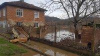 Жителите на село Димчево търсят помощ - домовете им се рушат след наводнение