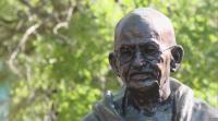 Откраднаха очилата на статуята на Ганди във Варна