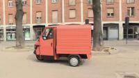 Книжарница на колела доставя книги до блокирани от пандемията